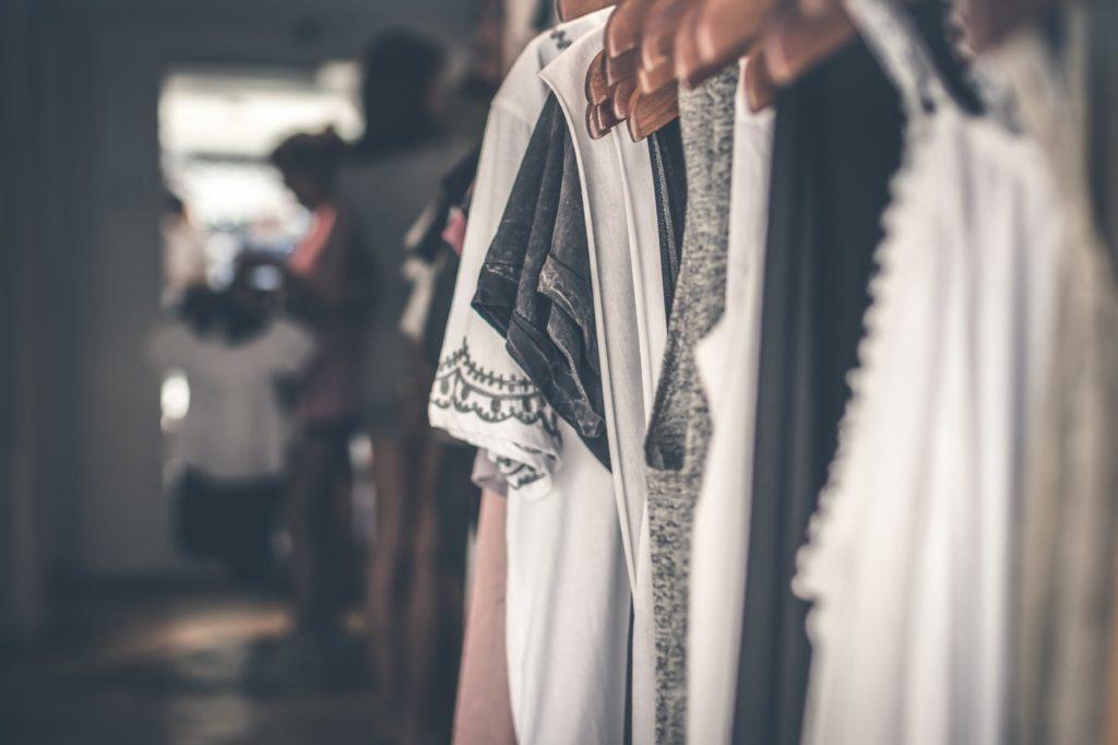 vad är skillnaden mellan tyg och textil?
