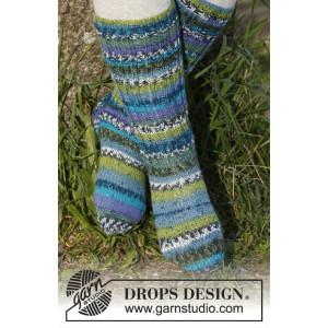 Blueberry fields by DROPS Design - Sockor Stick-opskrift str. 15/17 -