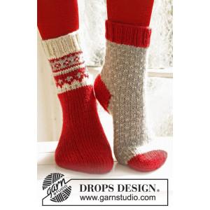 Twinkle Toes by DROPS Design 3 - Julstrlumpor Vinröd med mönster på sk