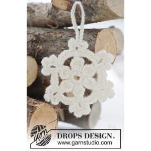 White Christmas by DROPS Design - Julstjärnor Virk-mönster  8 cm - 15